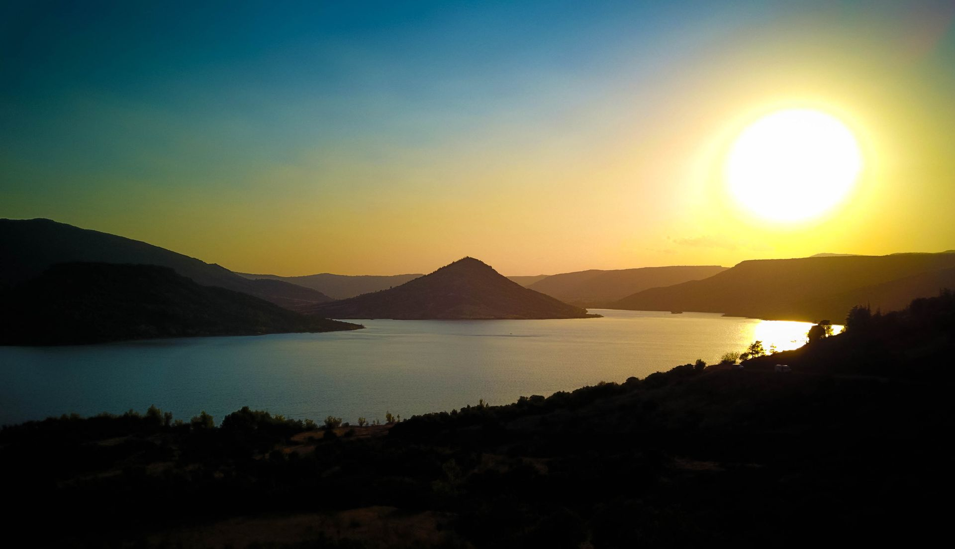 Le Lac du Salagou au coucher du Soleil