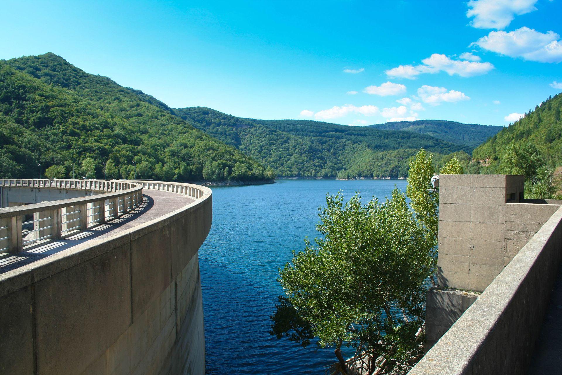 Le barrage et lac d'Avène