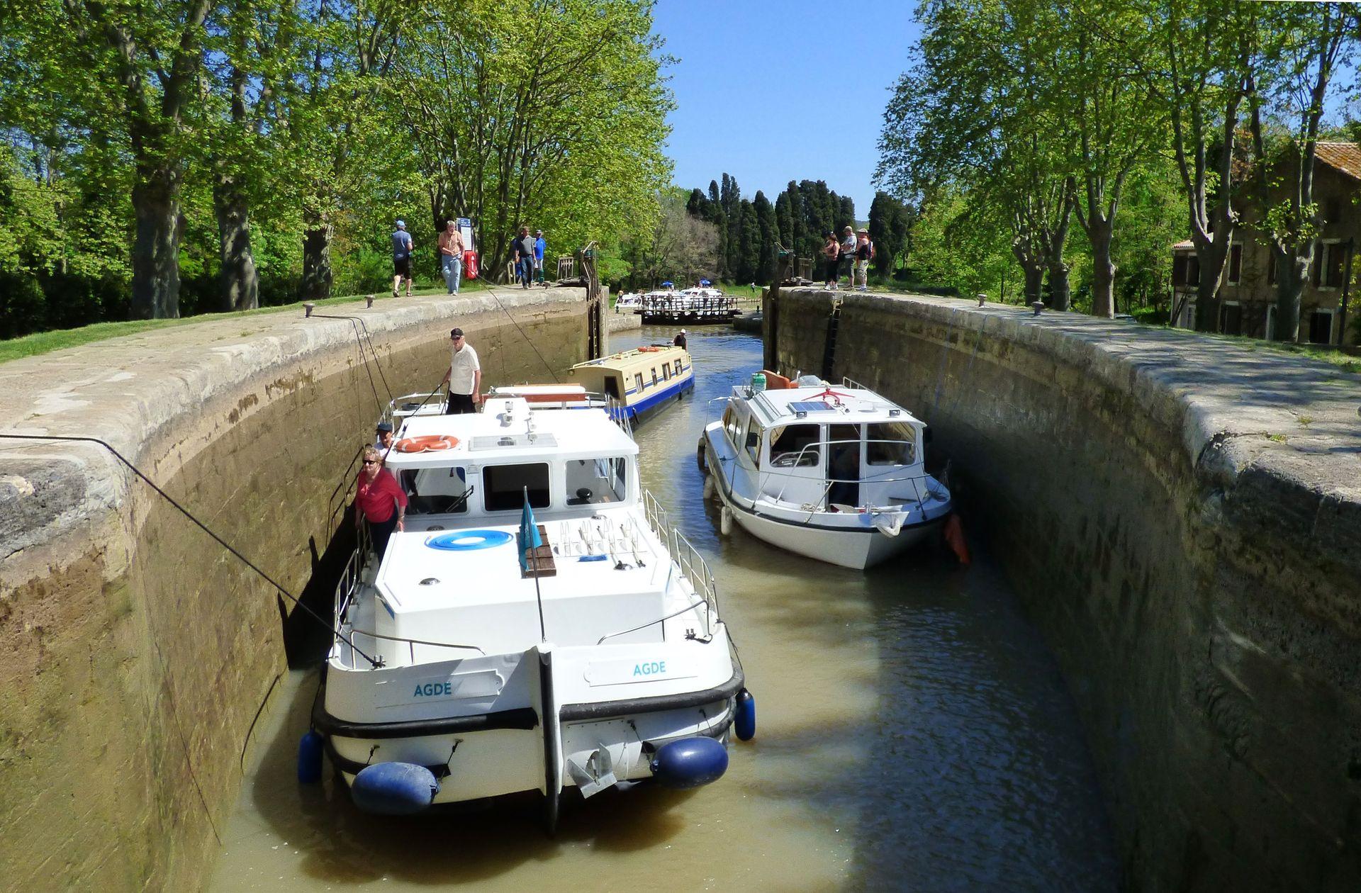 Le canal du midi à la double écluse de l'Ognon