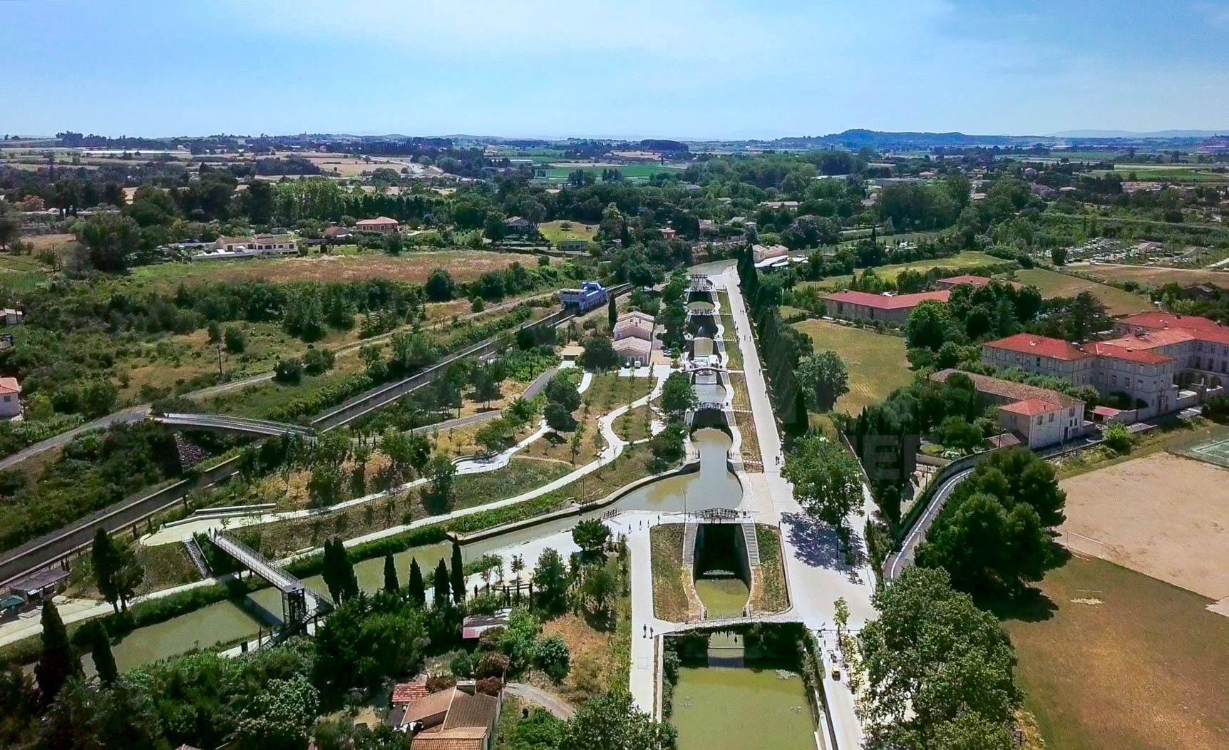 Le canal du midi et les écluses de Fonséranes à Béziers