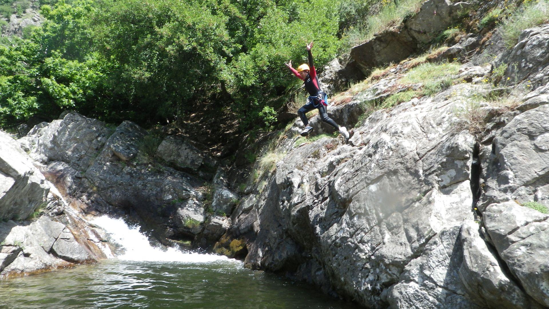 Caroux saut canyoning Vialais