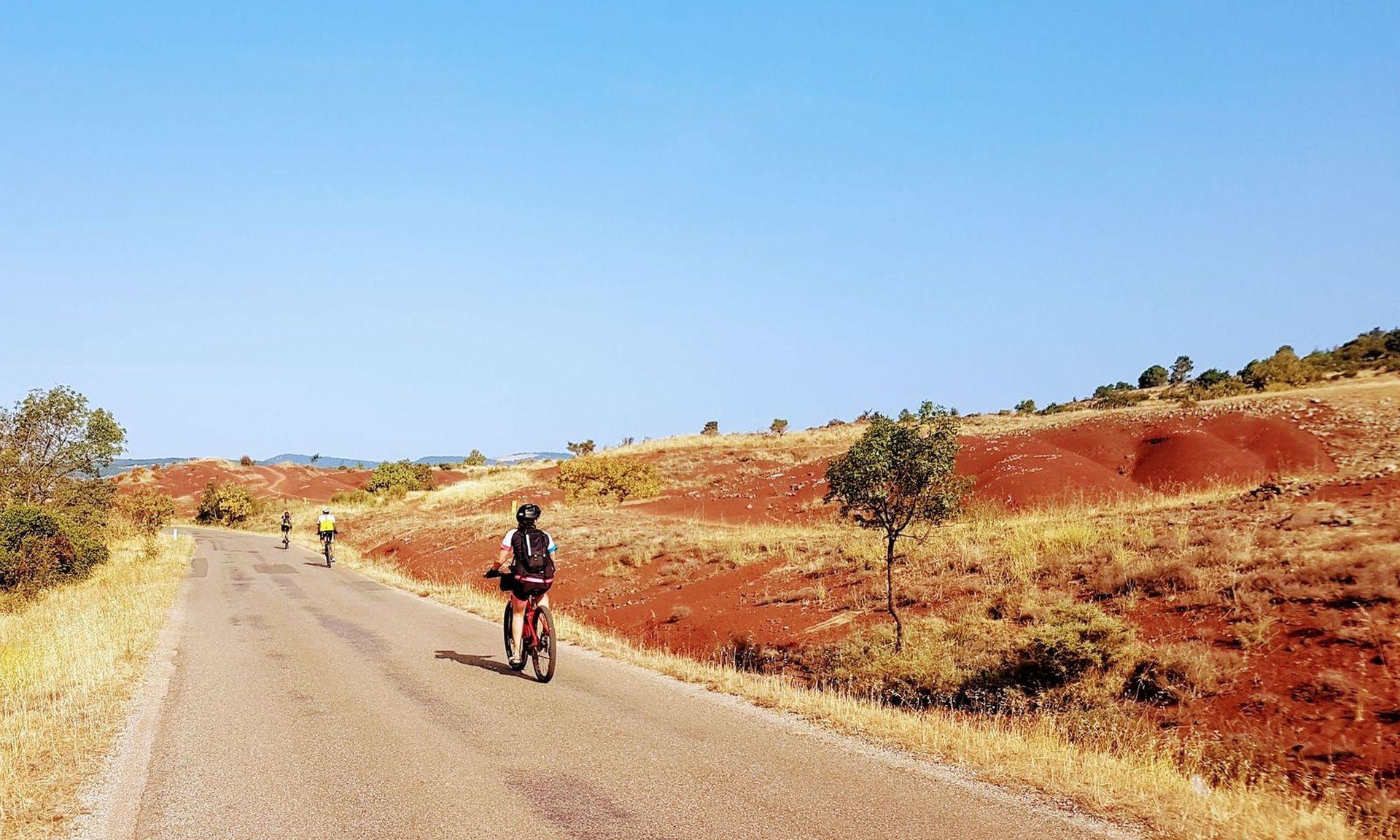 Cyclistes entre Liausson et Salasc
