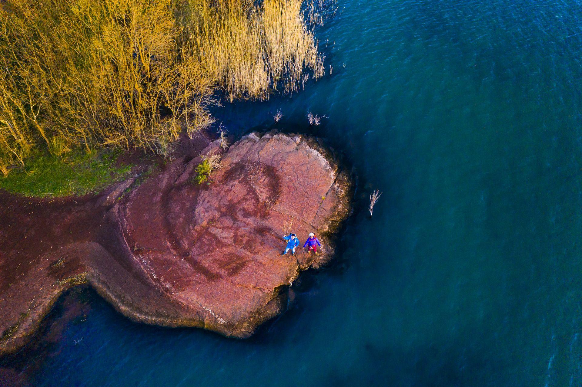 Couleurs contrastées au Lac du Salagou