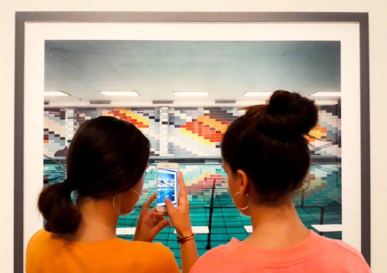 2 adolescentes au Pavillon Populaire de Montpellier ©Christel Gauthier