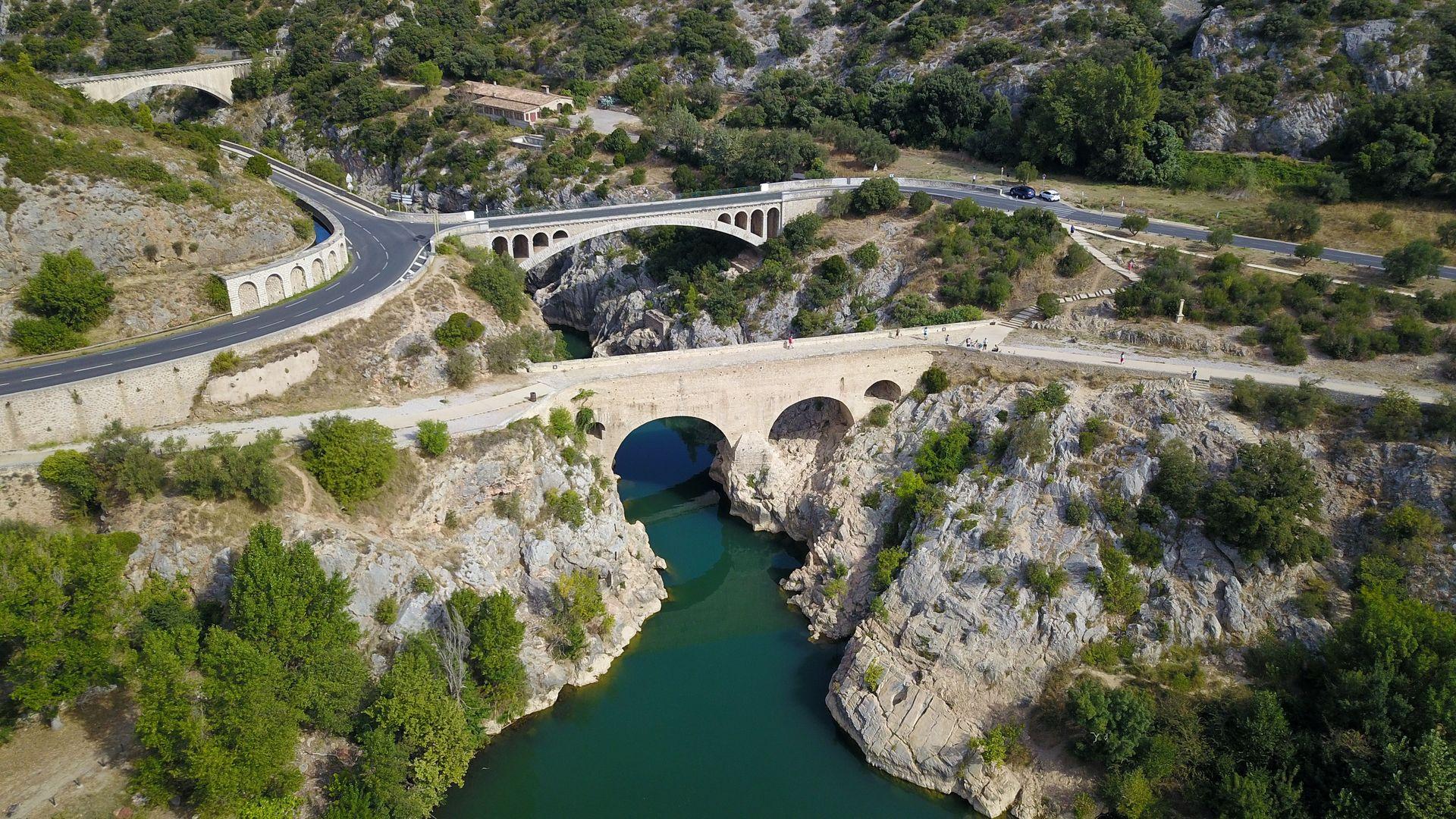 Pont du Diable et gorges de l'Hérault vus du ciel