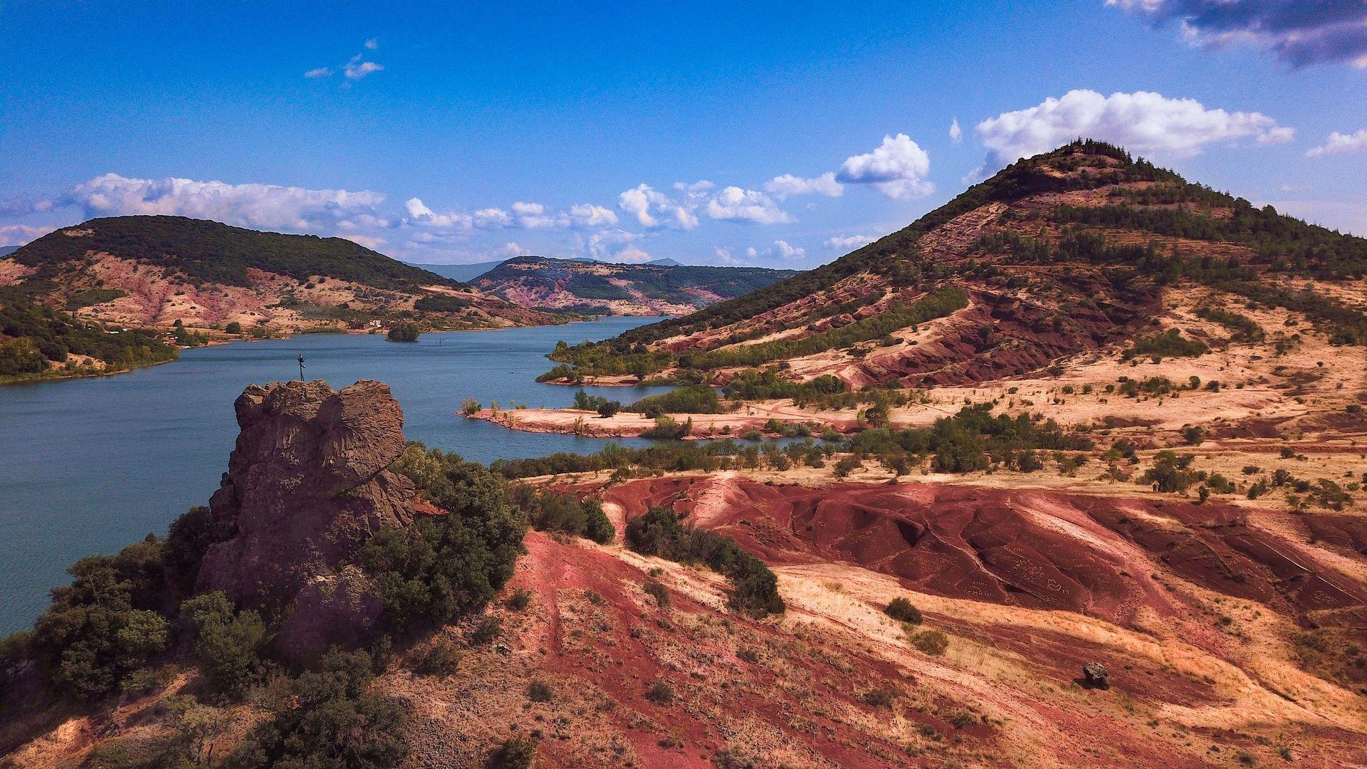 Le Neck de la Roque, entre ruffes et lac du Salagou