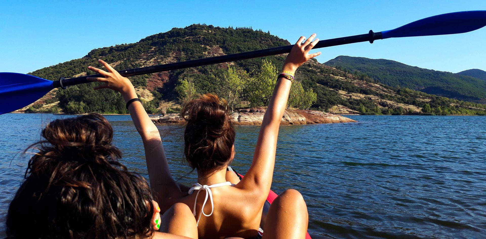 Kayak sur le lac du Salagou