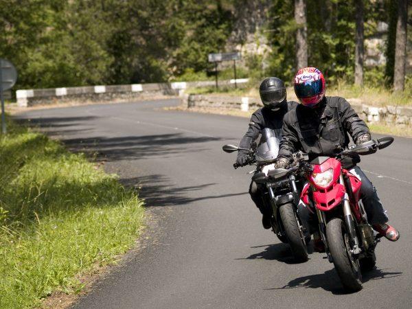 Balade moto dans l'Hérault - montée sur le Larzac