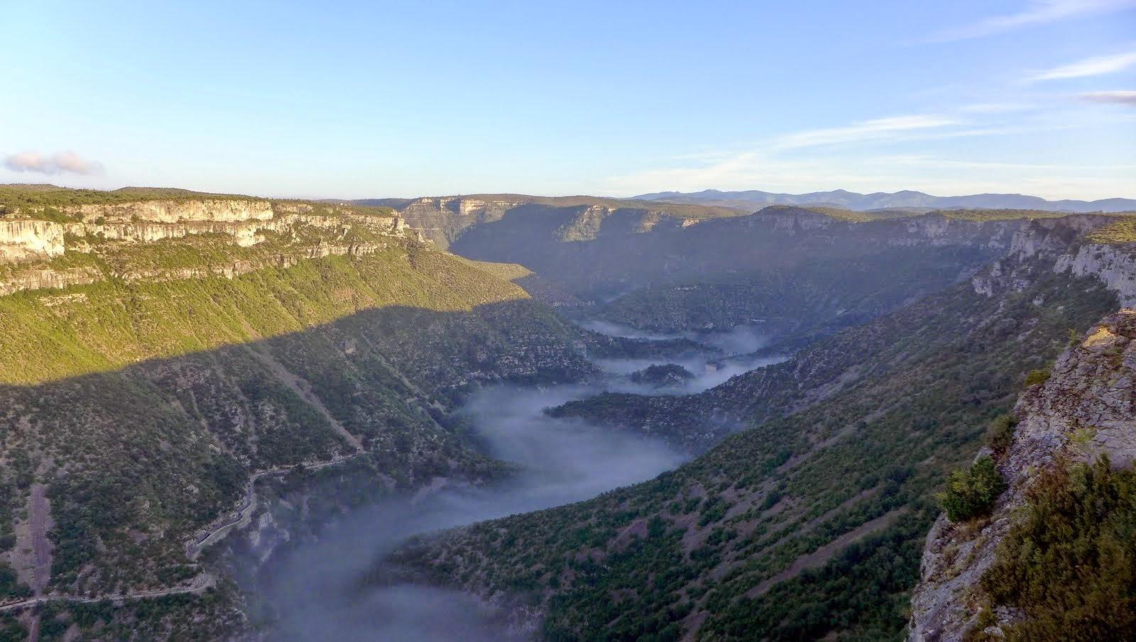 Le canyon de l aVis sous la brume