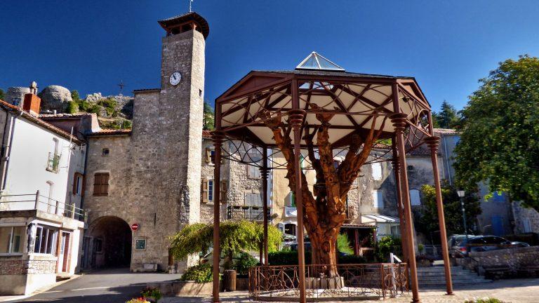 Arbre sculpté au Caylar