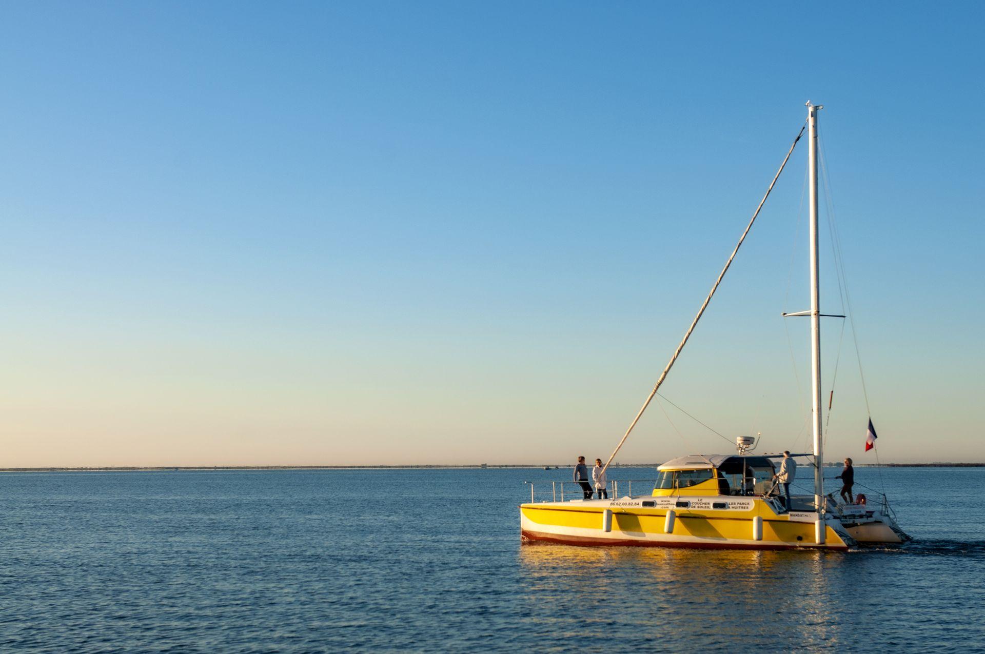 Balade entre amis sur le catamaran de Mansathau sur l'étang de Thau