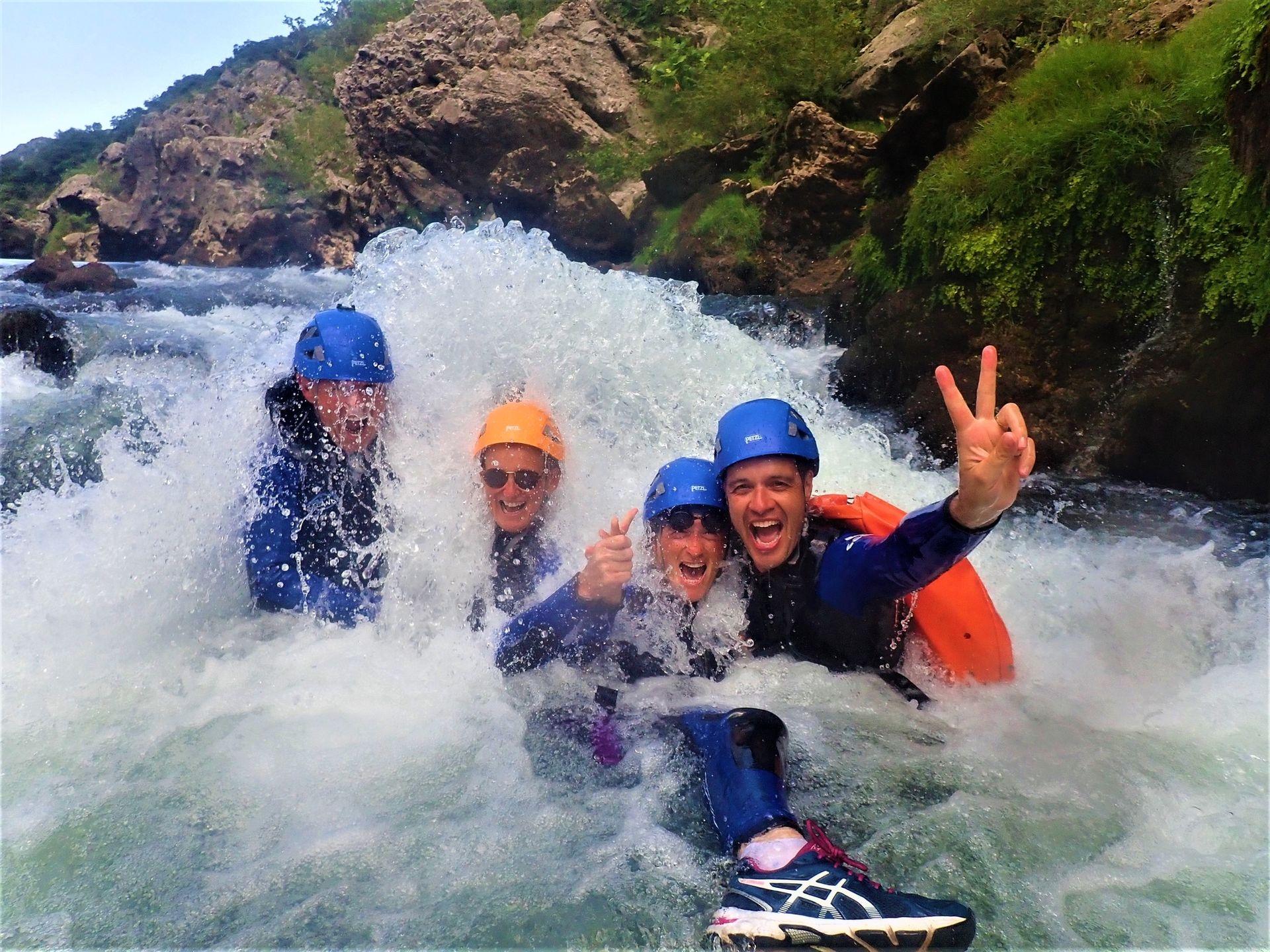 4 amis dans l'eau vive