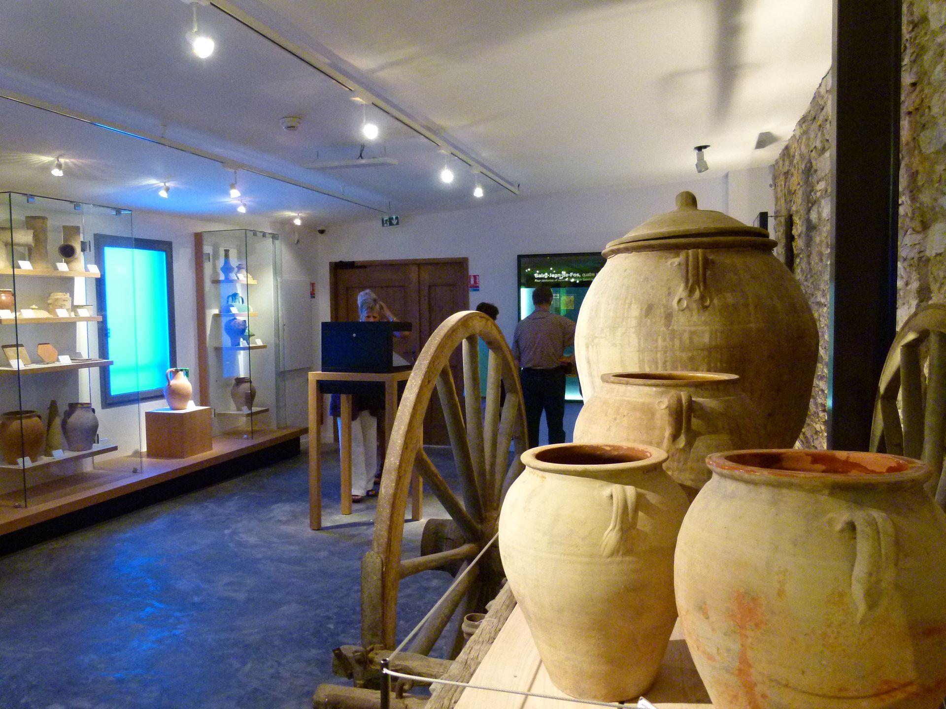 Grand vases en terre retrouvés à Saint-Jean-de-Fos
