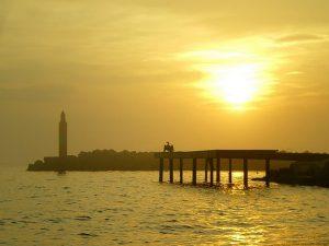 Lever de soleil sur l'étang de Thau à Marseillan, Pointe des Onglous