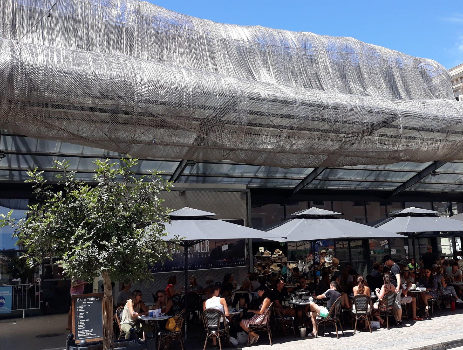Terrasses de cafés des Halles de Sète