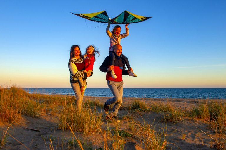 Balade en famille sur la plage de Portiragnes