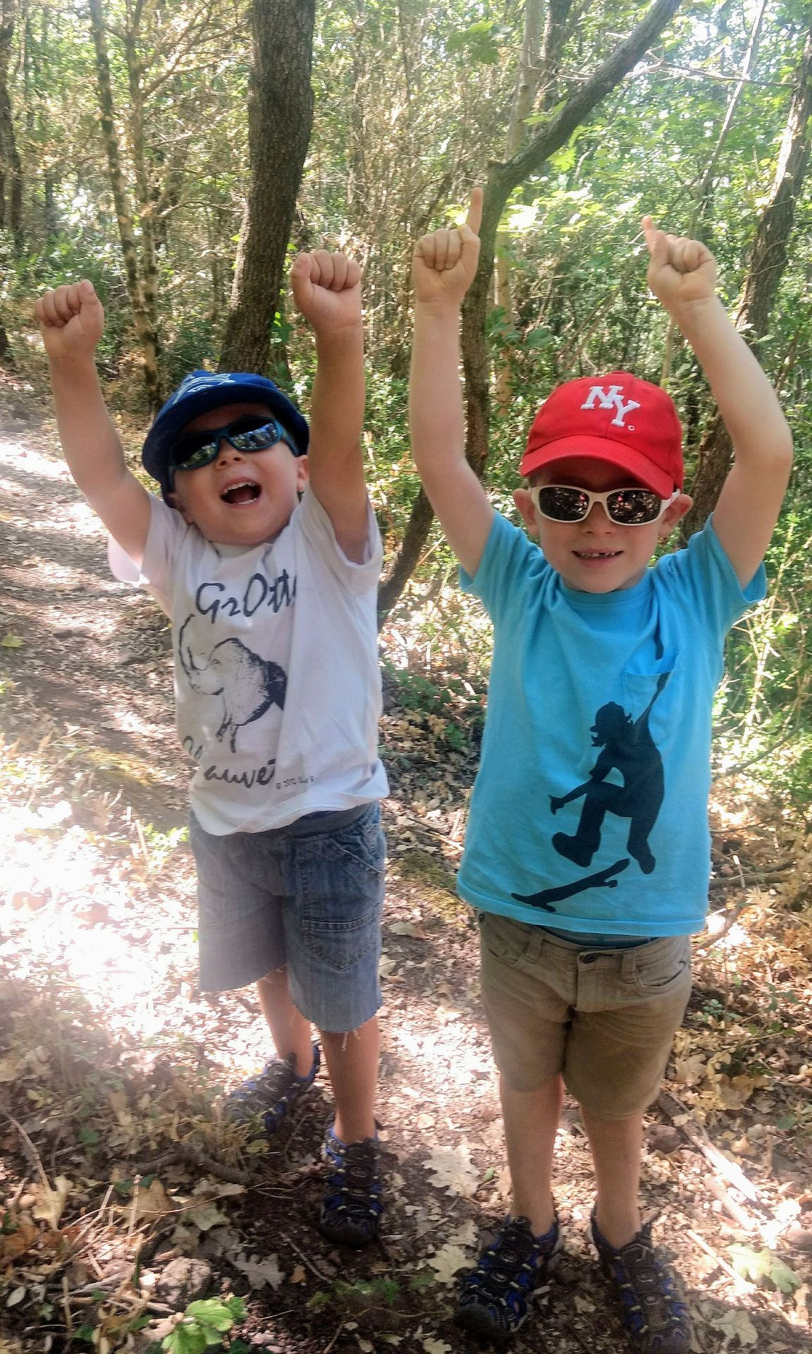 Enfants en randonnée à Salasc