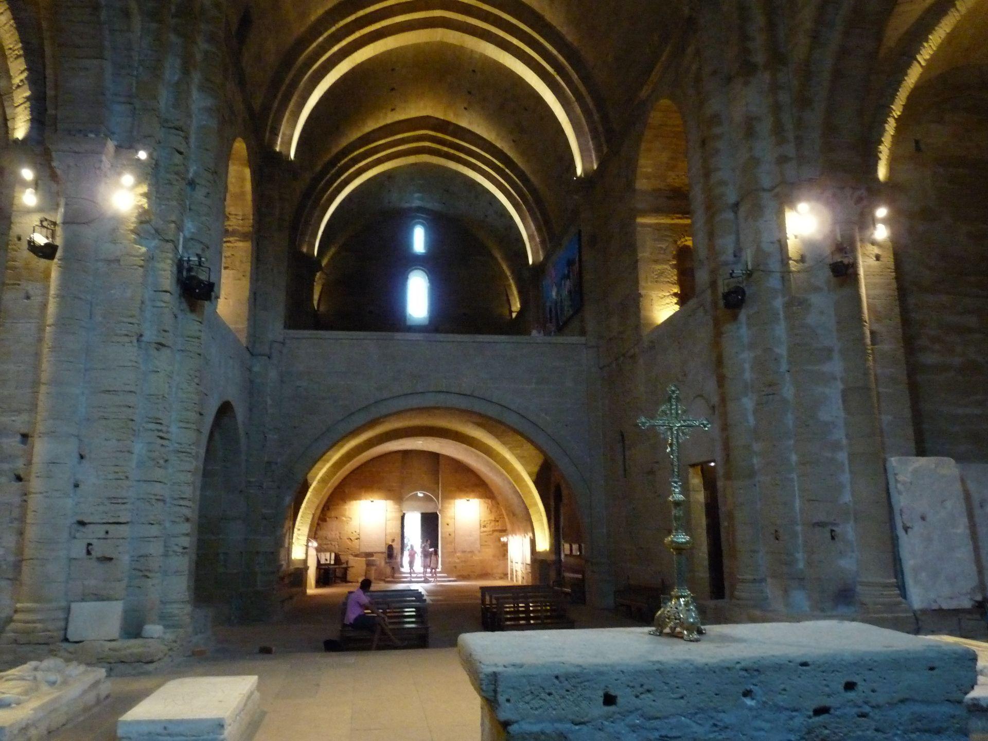 la nef de la Cathédrale de Maguelone