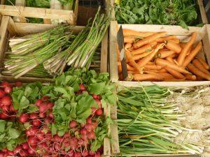 Légumes sur les étals du Marché traditionnel de Ganges