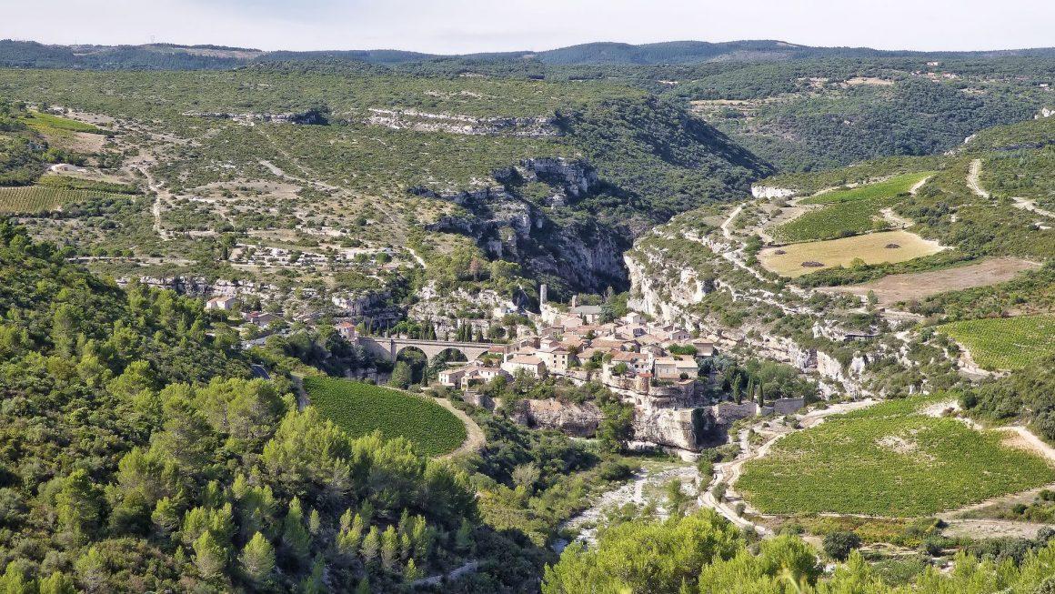 Vue sur le village de Minerve