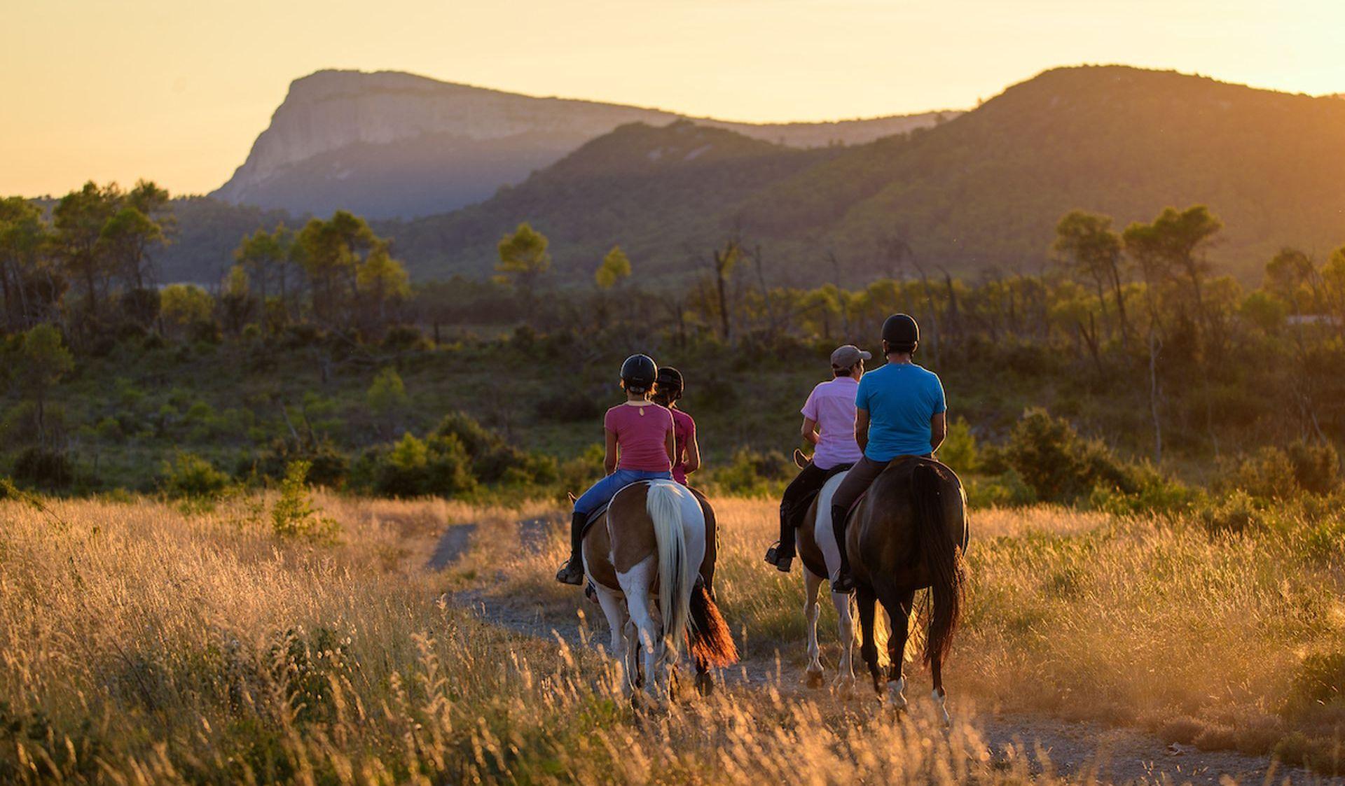 Balade à cheval Hérault - au coucher de soleil au Pic Saint Loup