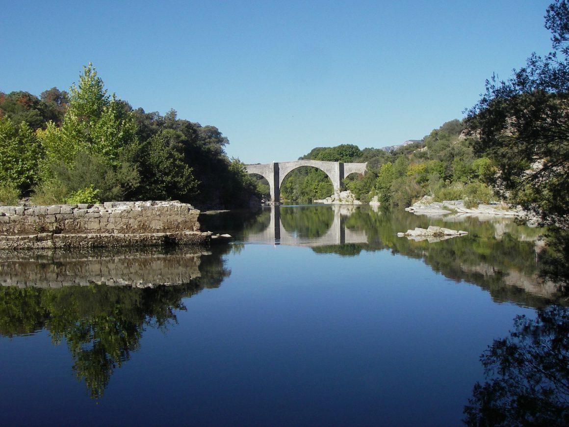 Pont de St Etienne d'Issensac Gorges de l'Hérault