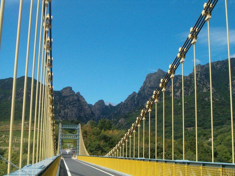 Pont de Tarrassac et vue sur le Massif du Caroux