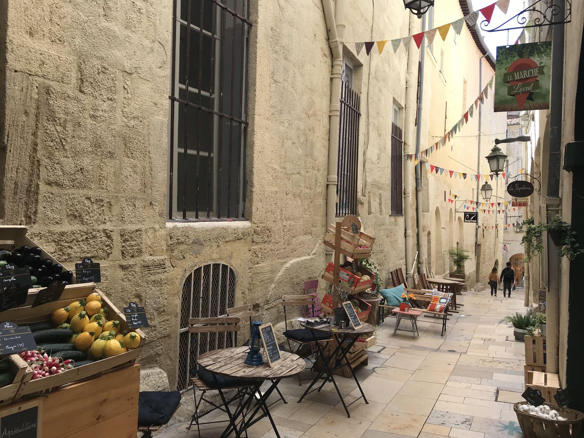 Boutiques et échoppes dans les ruelles de Montpellier