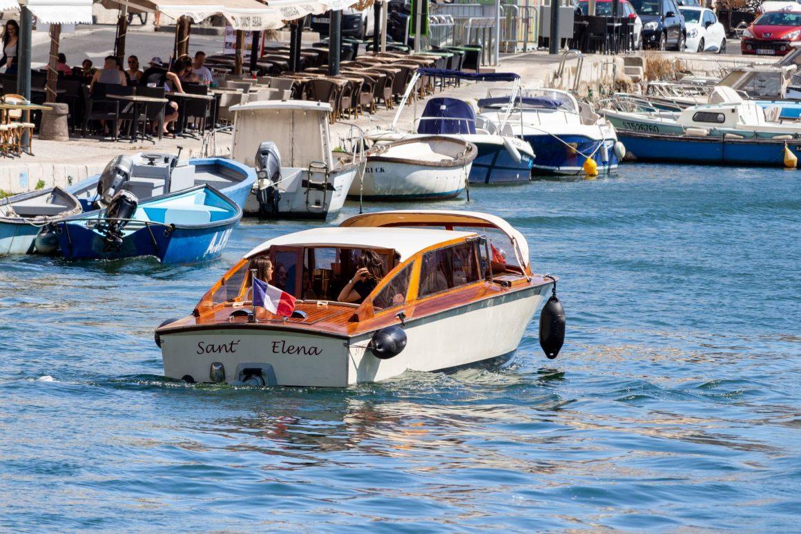 Promenade en mer ou sur l'étang de Thau en taxi vénitien entre copines