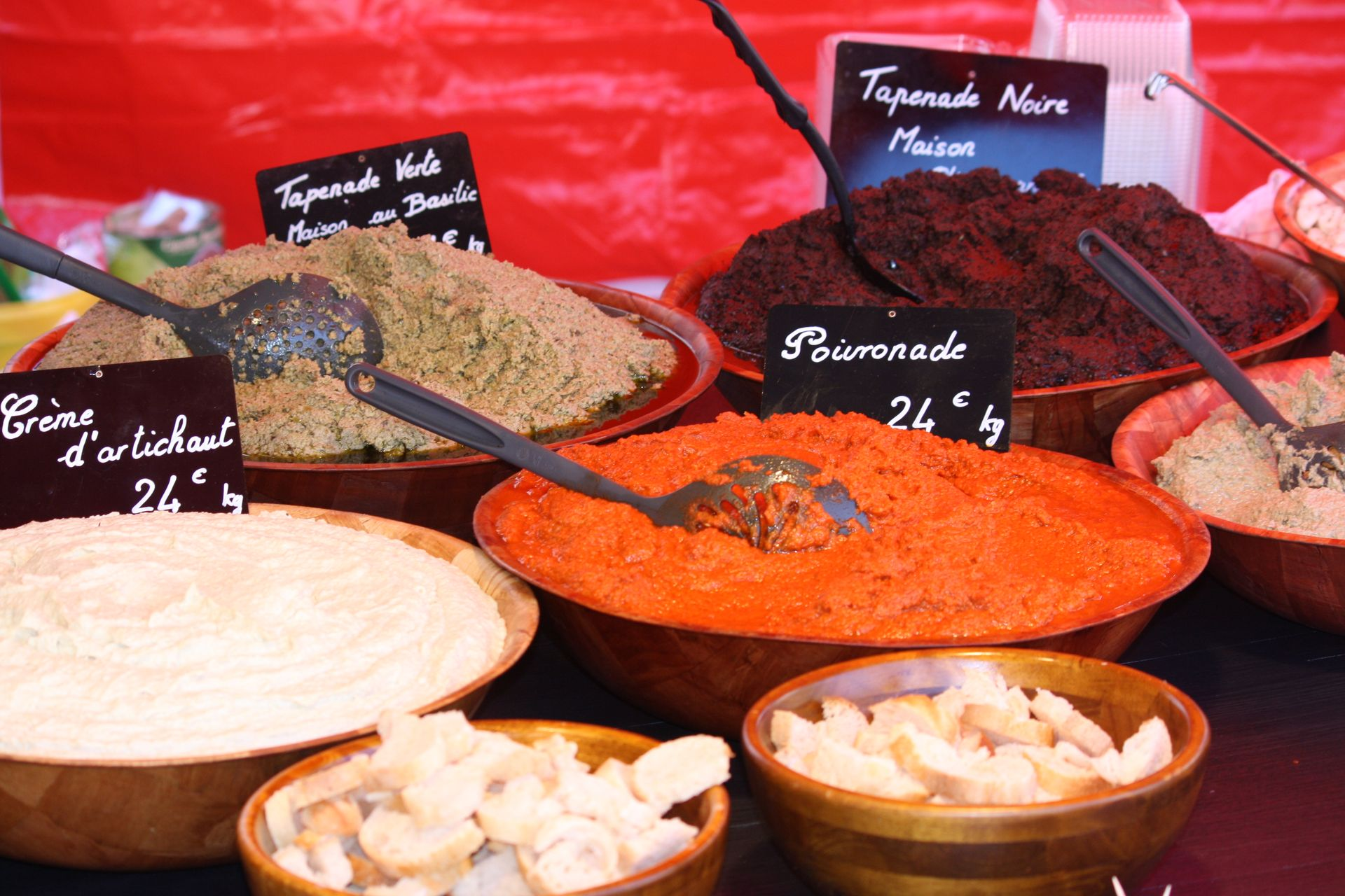 Etal de marché - spécialités à tartiner