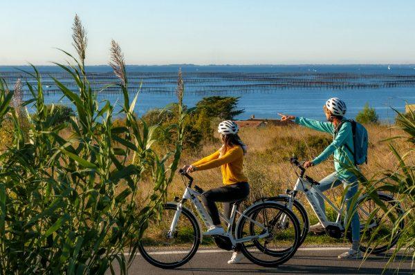 Balade à vélo autour de l'étang de Thau entre amis à Loupian