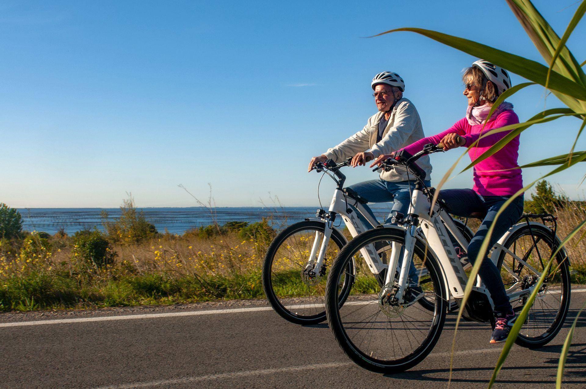 Vélos électrique sur la voie verte au nord du bassin de Thau