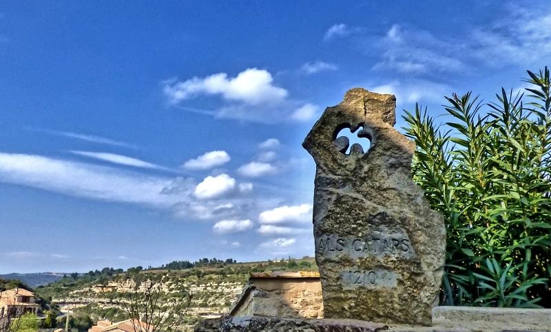 Stèle des Cathares à Minerve