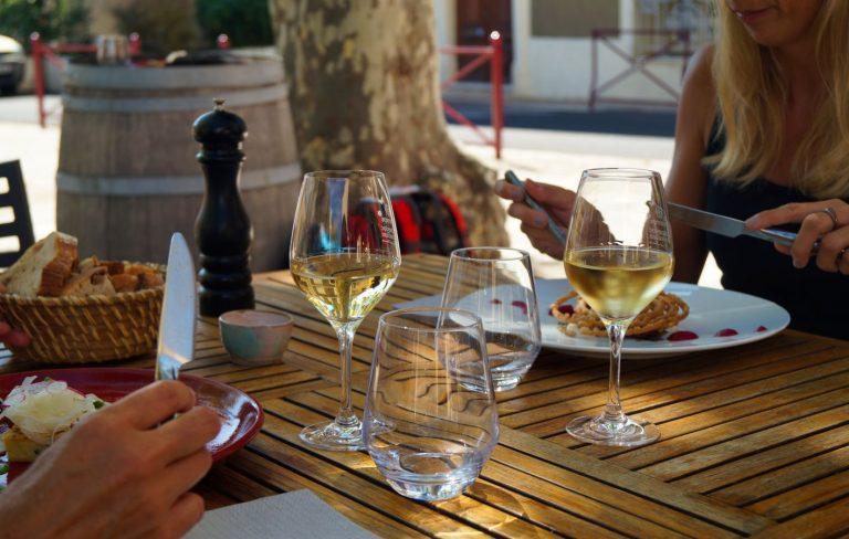 Ambiance restaurant Bar à vin en terrasse extérieure