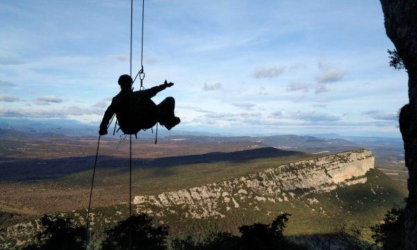 aventures verticales - descente en rappel au PIc Saint-Loup