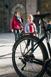 A vélo en famille à la Cathédrale de Maguelone