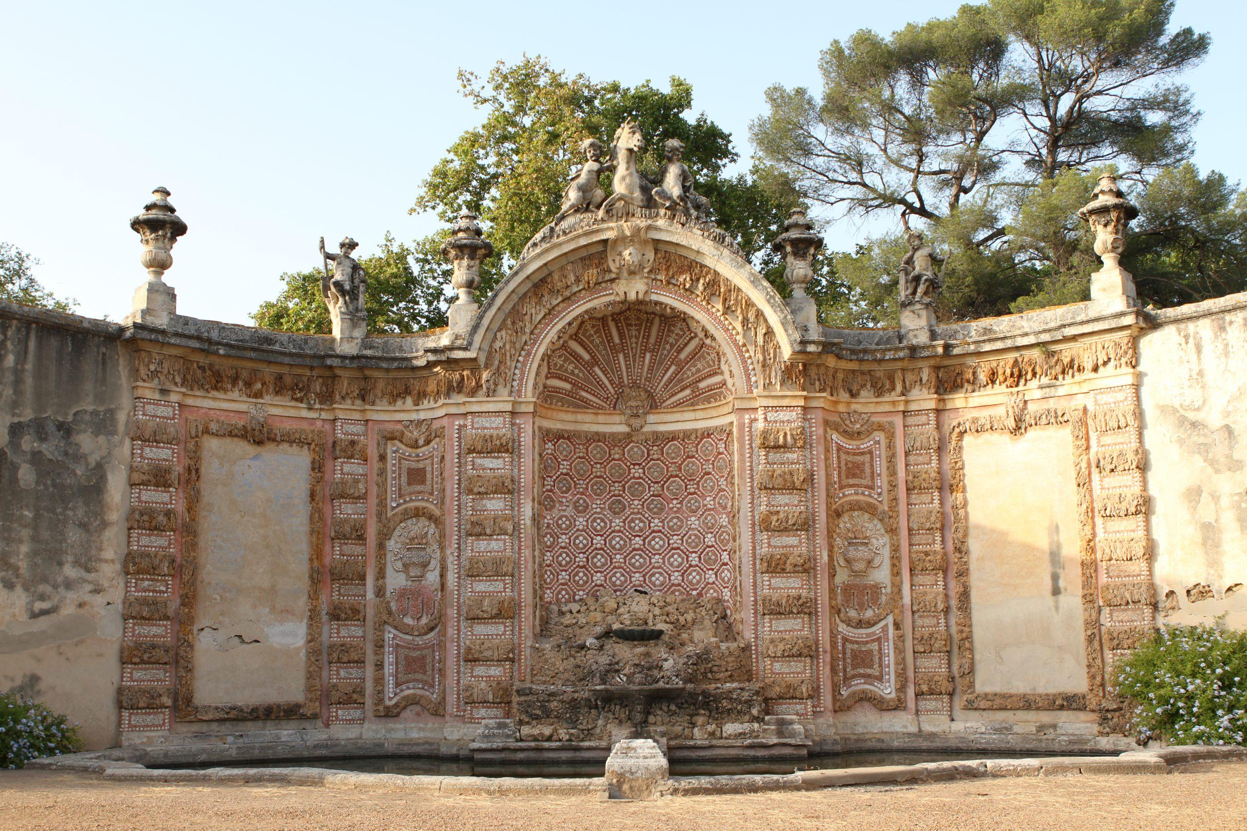 Buffet d'eau du Château de la Mogère