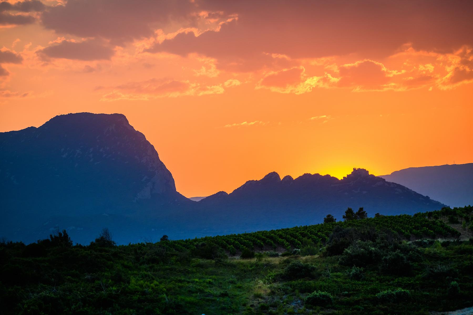 Coucher de soleil derriere le Pic Saint Loup