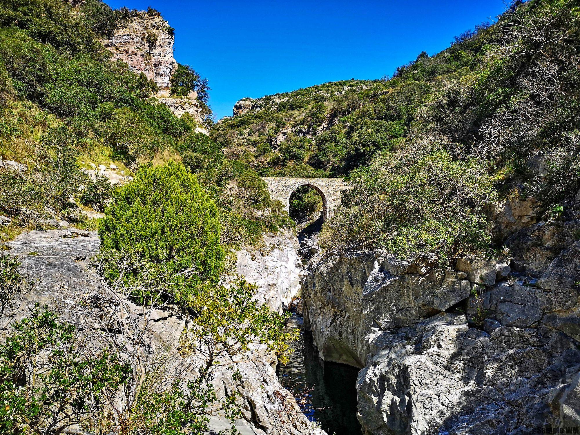 Le Pont du Moulin dans les gorges du Brian, vers Minerve