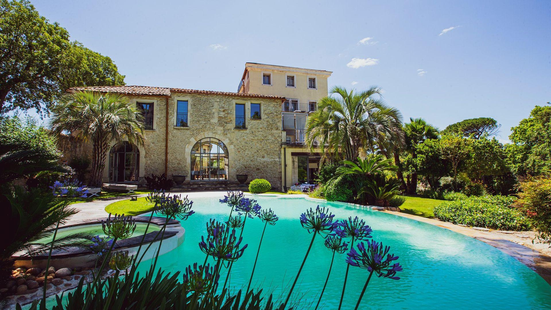 Jardin et piscine du prestigieux Domaine de Verchant pour amoureux