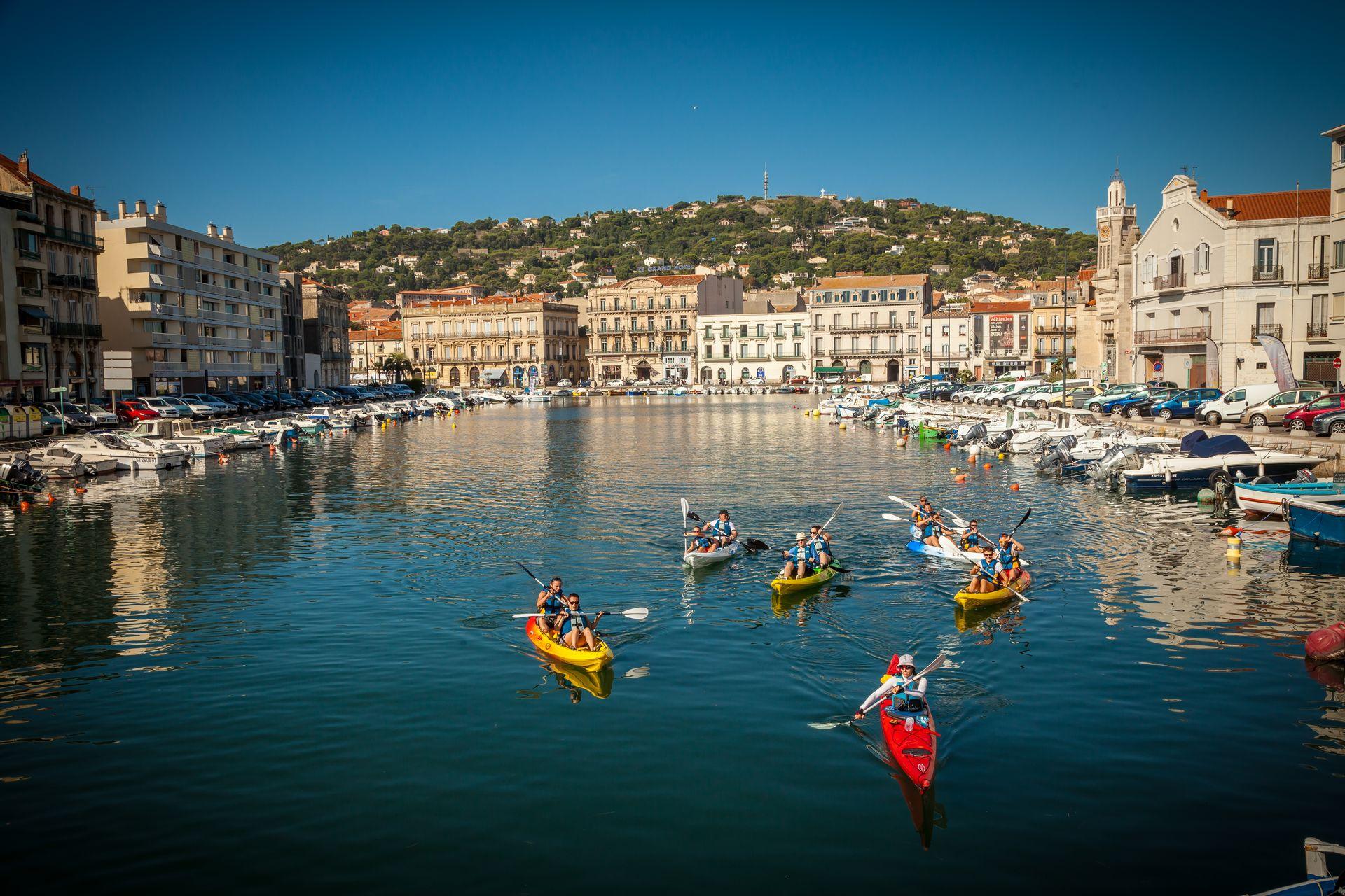 Kayak sur les canaux à Sète