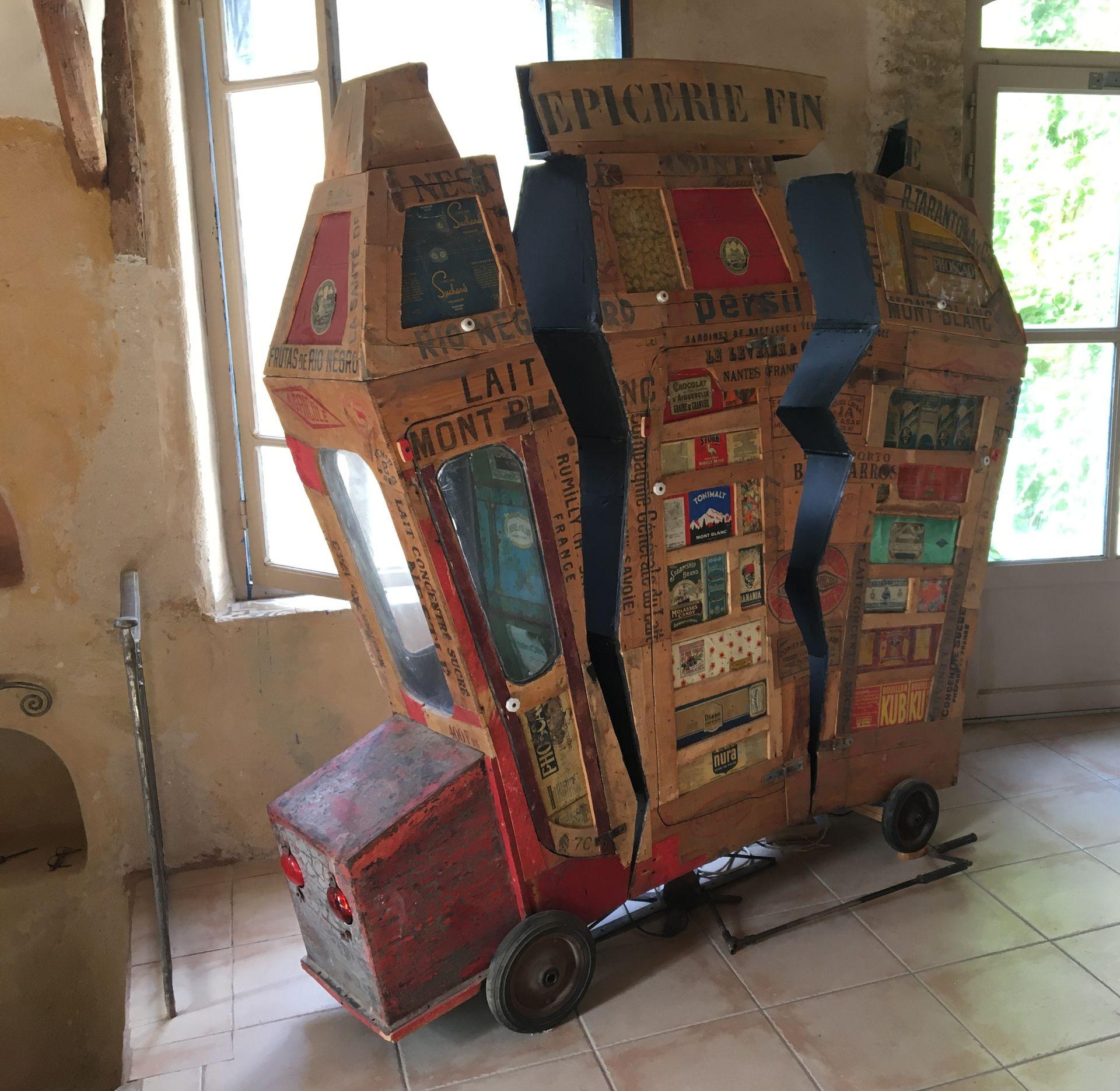 Voiture en matériel de récupérations aux meubles Modeste à Bassan