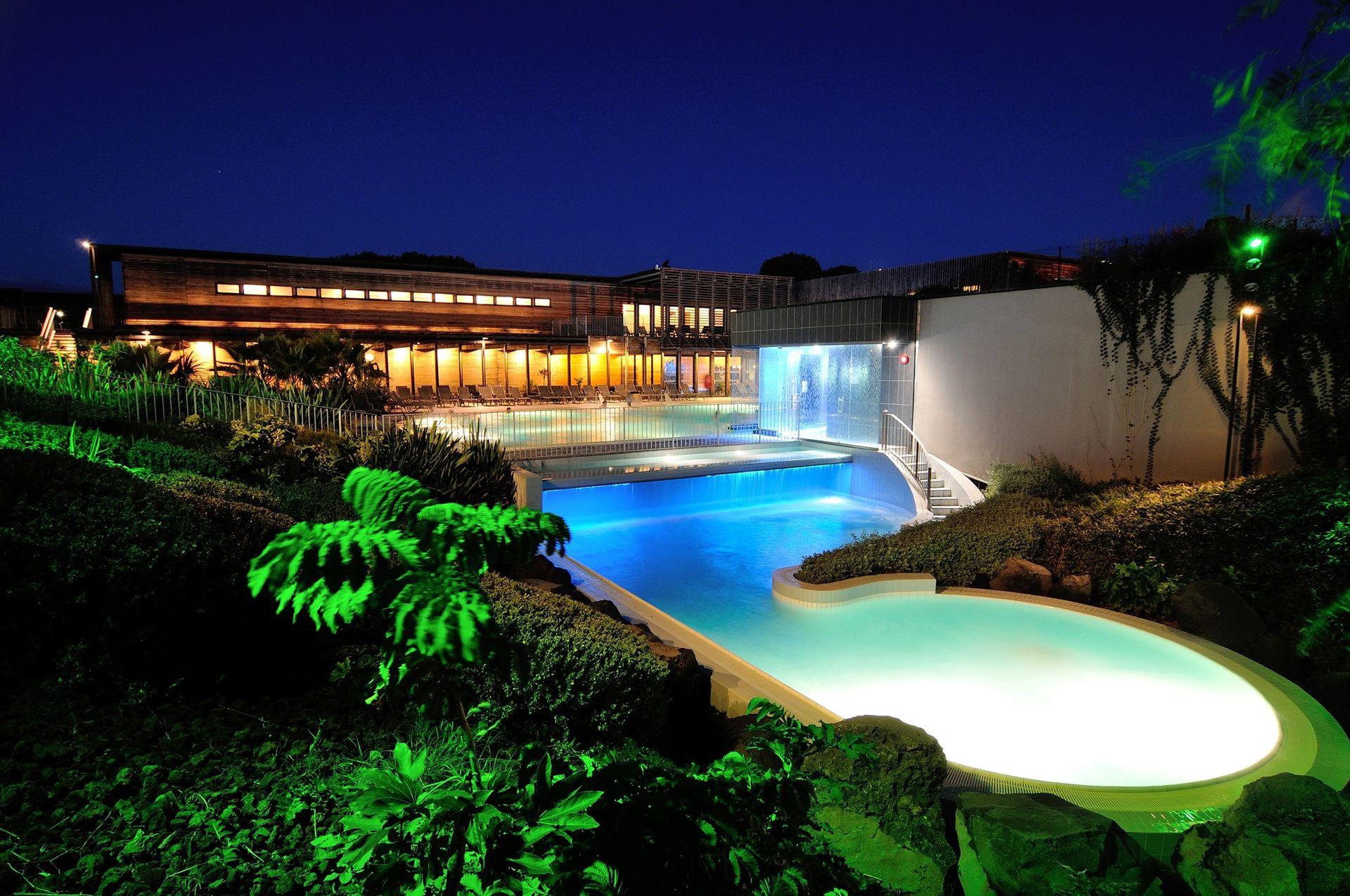 O'Balia de nuit, vue sur les bassins