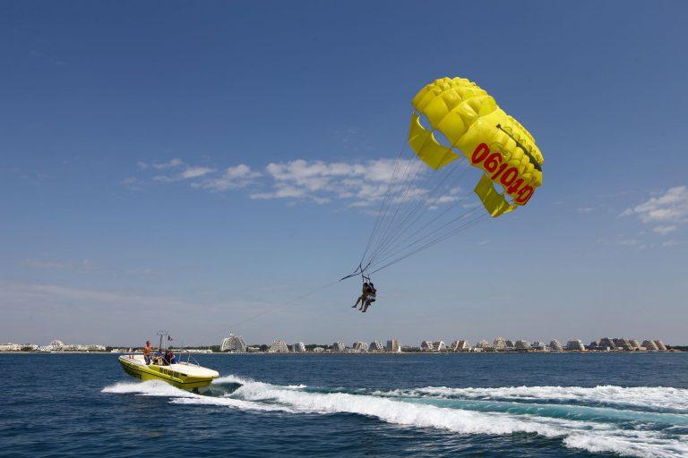 Parachute ascensionnel à la Grande Motte