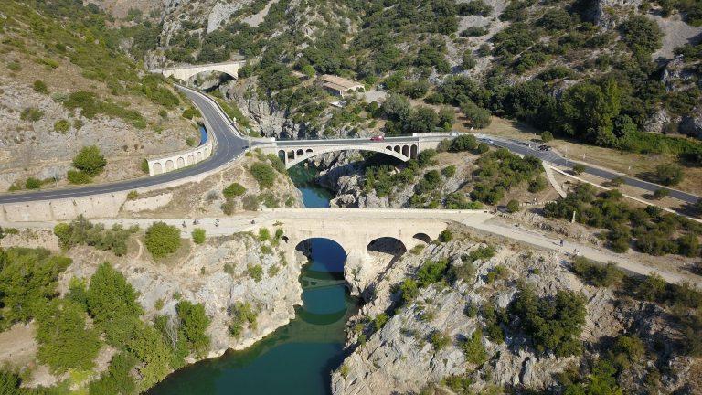 Vue aérienne sur les gorges de l'Hérault et le pont du diable