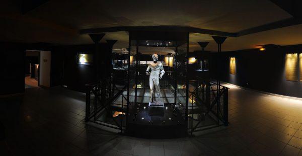 Musée Agde avec sa statue de l'Ephèbe