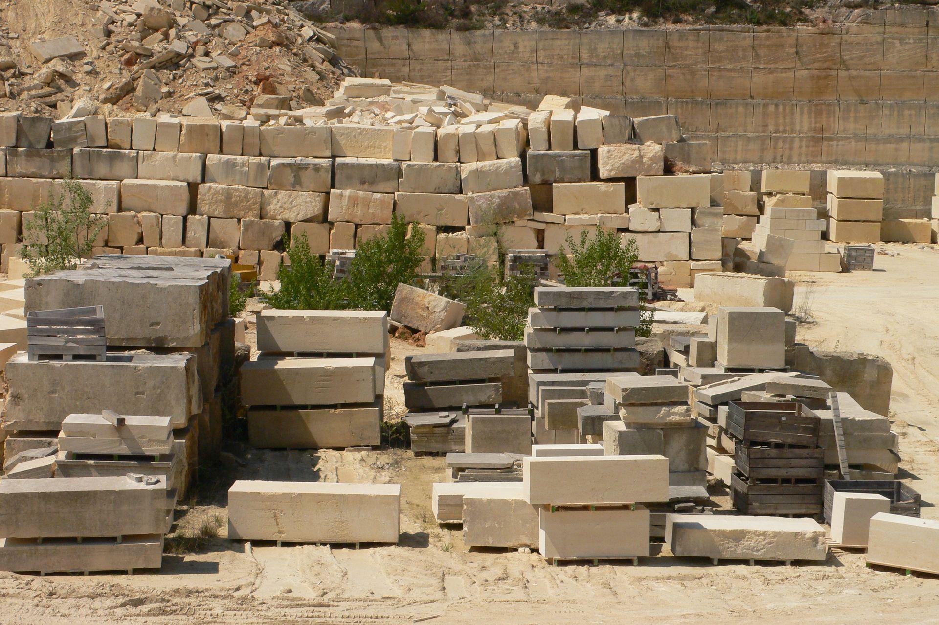 Sussargues - sentier des 4 carrières - patrimoine blocs de calcaire du languedoc