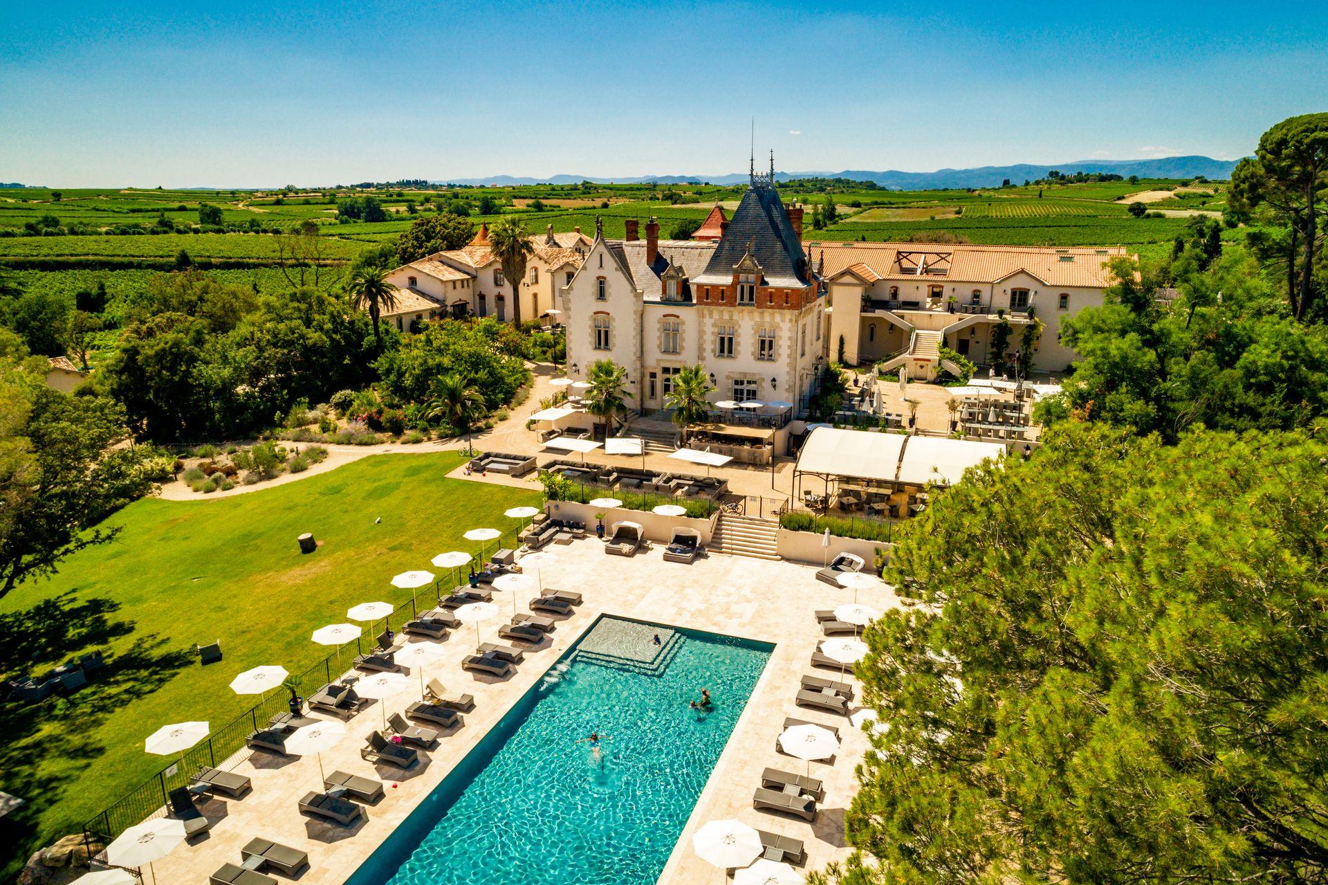 Château St Pierre de Serjac vue aérienne piscine