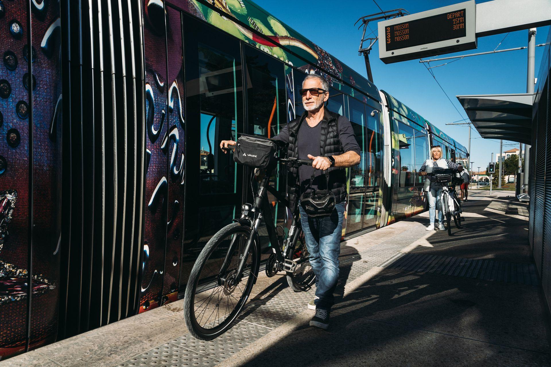 Tram à vélo à Port Ariane