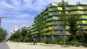 Vélo sur les rives du Lez à Montpellier